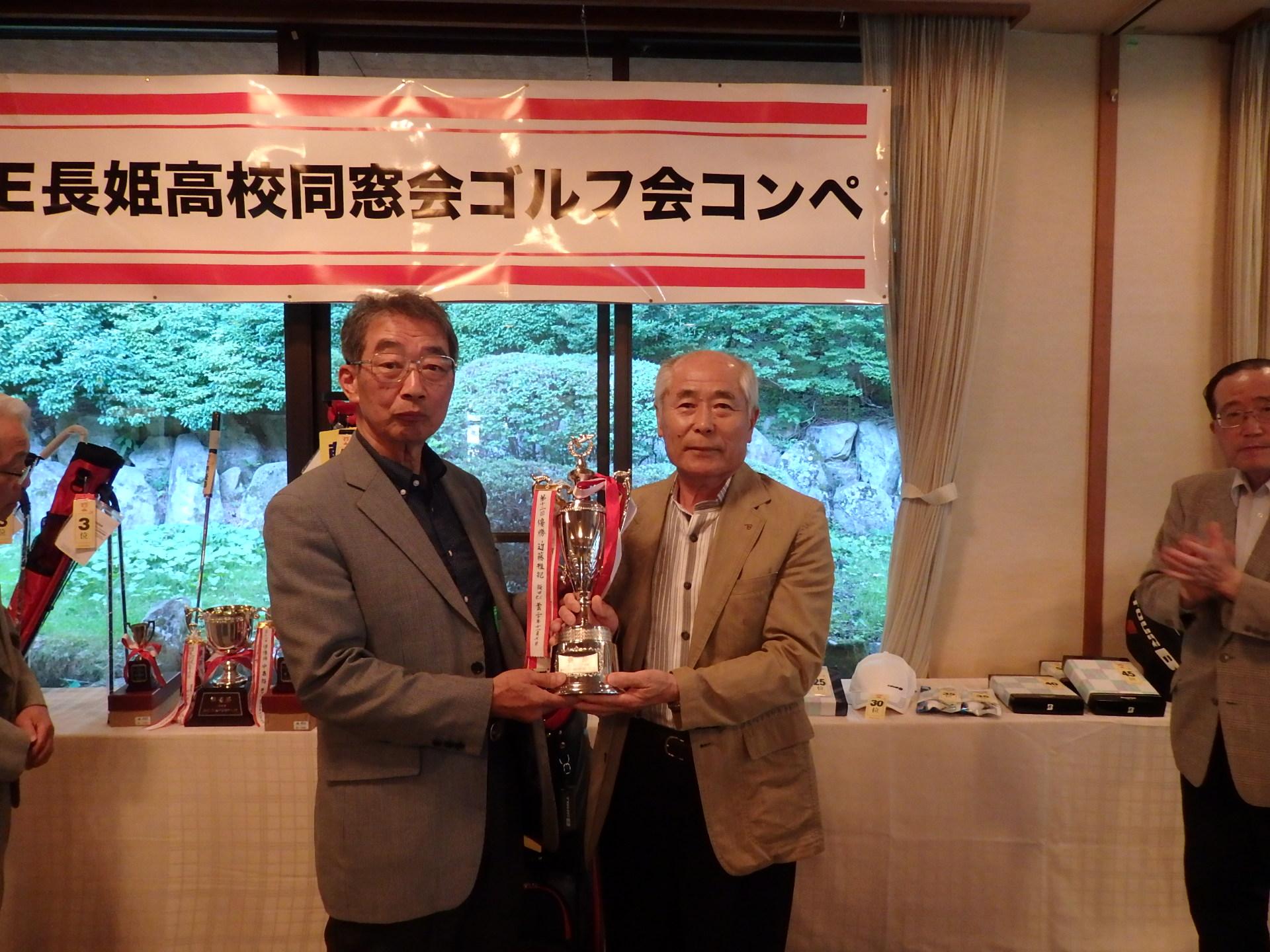 グランドシニアの部優勝 小川 光春さん(右)LYMPUS DIGITAL CAMERA